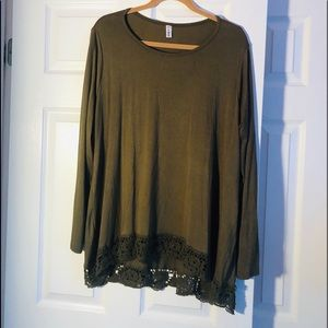 Beautiful green long sleeve Top, size XLG, lace